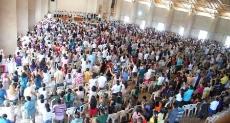 Romeiros de Nossa Senhora inundam o Santuário de Fátima
