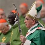 Papa celebra com novos cardeais: irradiar o amor de Cristo