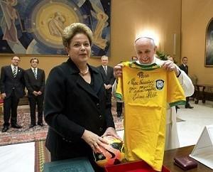 Com Dilma, Papa brinca sobre o vencedor da Copa