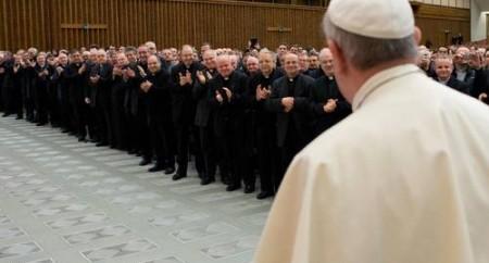 Papa confessa ter roubado cruz de seu confessor