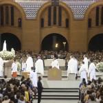 Multidão acolhe Imagem de Fátima no Santuário Nacional