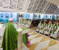Falar mal de alguém corresponde a matá-lo, afirma Papa
