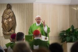 """""""Quem julga o próximo toma o lugar de Deus"""", diz Francisco na missa da manhã"""