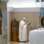 """Papa cita os 3 verbos do cristão: """"Preparar, discernir e diminuir"""", como São João."""