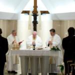 """""""Quem paga a corrupção dos ricos são sempre os pobres"""", diz Francisco na missa."""