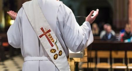 Um leigo pode ler o Evangelho na Missa?