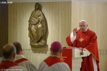 """Quando a Igreja é humilde e pobre, então """"é fiel"""" a Cristo"""