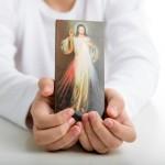 5 bons motivos para rezar o Terço da Divina Misericórdia