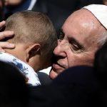 """""""Nos rostos sofridos dos refugiados, a Igreja vê o Senhor em sua Paixão"""""""