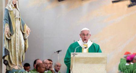 """Papa no Azerbaijão: """"fé e serviço não podem se separar"""""""