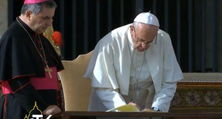 Vaticano apresenta carta do Papa pelo fim do Ano da Misericórdia