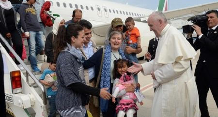 Papa: combater as desigualdades que obrigam a emigrar