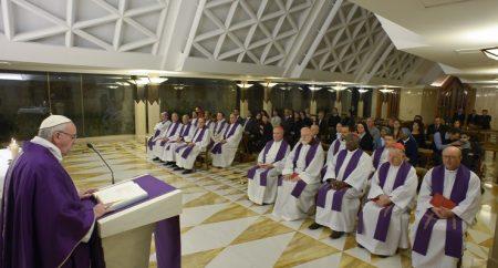 Papa em Santa Marta: confissão não é um processo burocrático