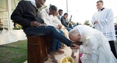 Pela terceira vez, Papa lavará os pés a detentos