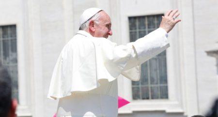 Papa: o Espírito cria a verdadeira unidade, a unidade na diferença