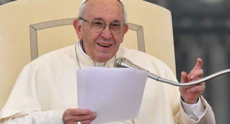 Papa na audiência: Diante da morte, conservar a chama da fé