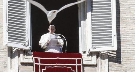 Papa: no Batismo estão as raízes de nossa vida em Deus