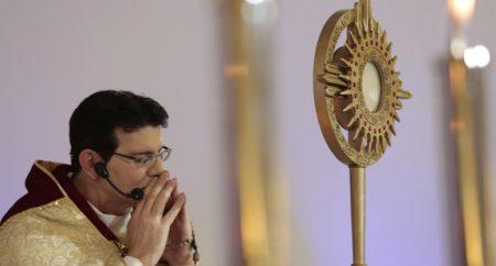 Pe. Reginaldo Manzotti: precisamos intensificar as orações de proteção