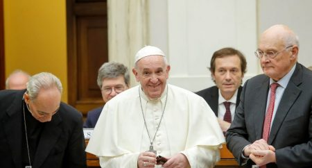 O Papa: o mundo rico de hoje pode e deve acabar com a pobreza