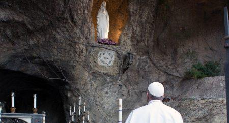 Sábado, una-se ao Papa para a oração do Terço nos Jardins Vaticanos