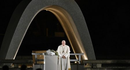 O Papa ao governador de Hiroshima: somente sem armas nucleares a paz florescerá